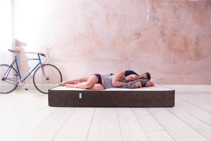 mit emma matratze besser einschlafen und besser schlafen m nner style. Black Bedroom Furniture Sets. Home Design Ideas