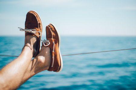 Boots und Segelschuhe