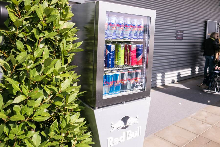 Red Bull Getränke Kühlschrank : Abheben mit hamilton beim red bull air race am lausitzring männer
