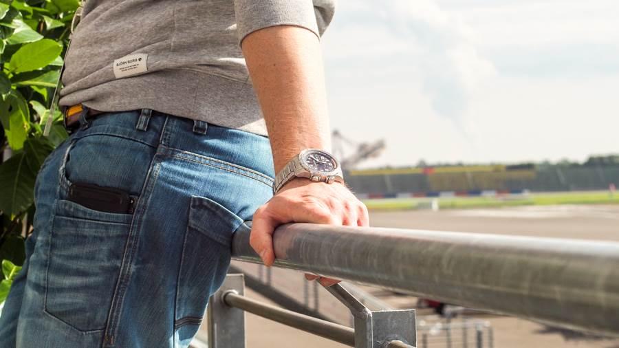 Red Bull Kühlschrank Kaufen Schweiz : Abheben mit hamilton beim red bull air race am lausitzring