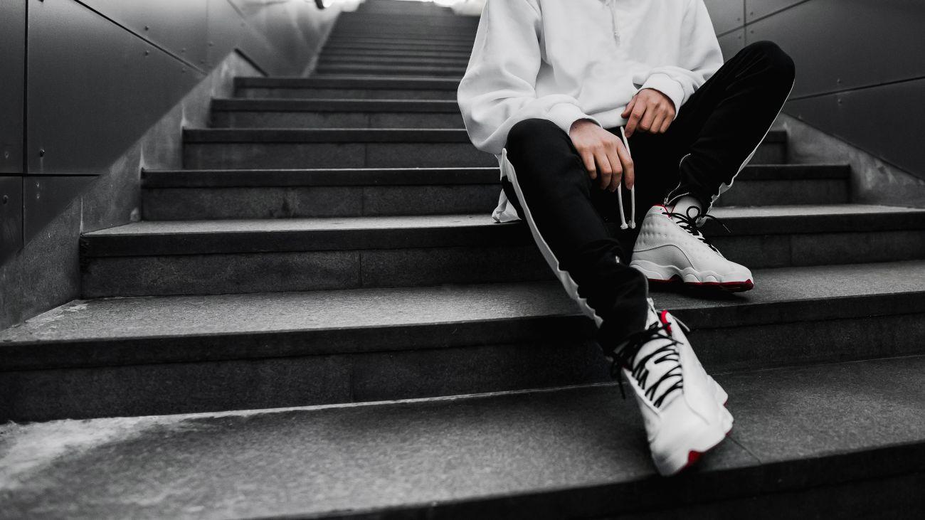 So kombinierst du Sneakers richtig