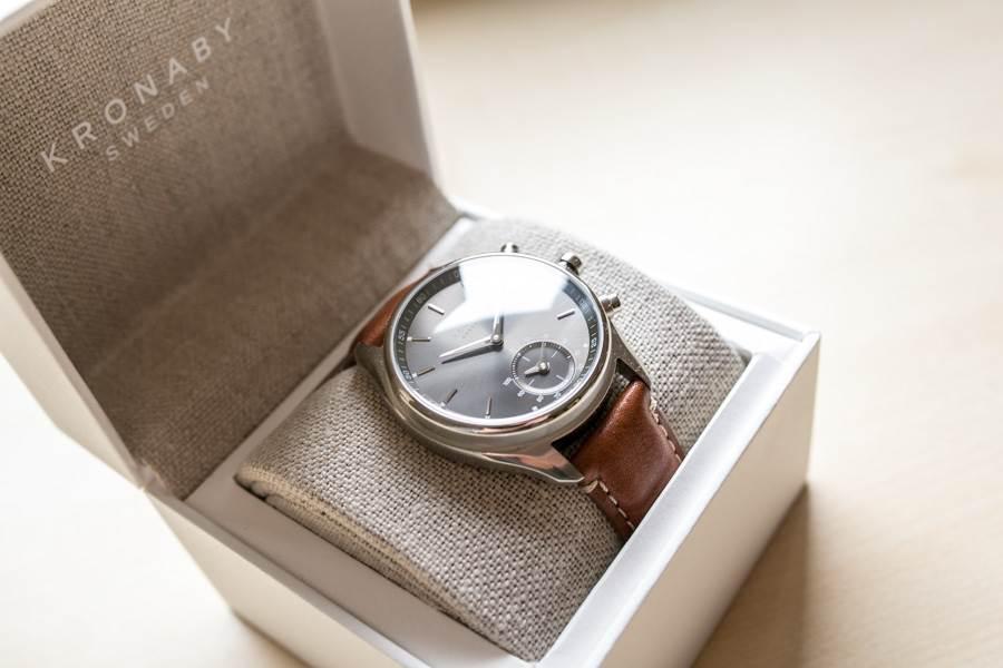 Kronaby Armbanduhr in ihrer Verpackung